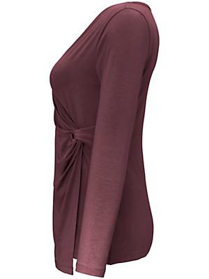 Emilia Lay - Top with a low V neckline