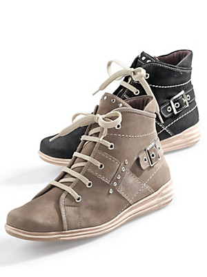 Theresia M. - Lace-ups